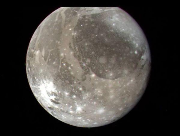 Water vapor detected on huge Jupiter moon Ganymede for 1st time