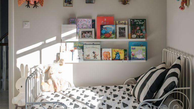 Kid's bedroom with books on display