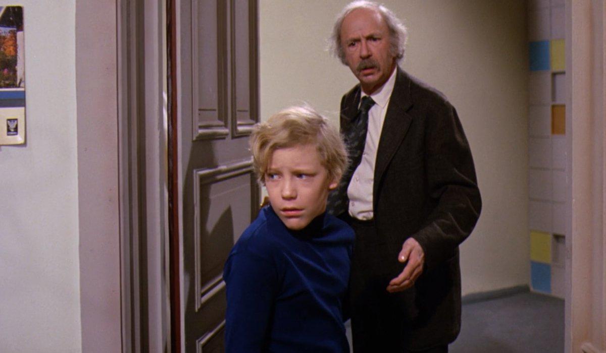 Grandpa Joe tells Charlie they should give Slugworth the gobstopper
