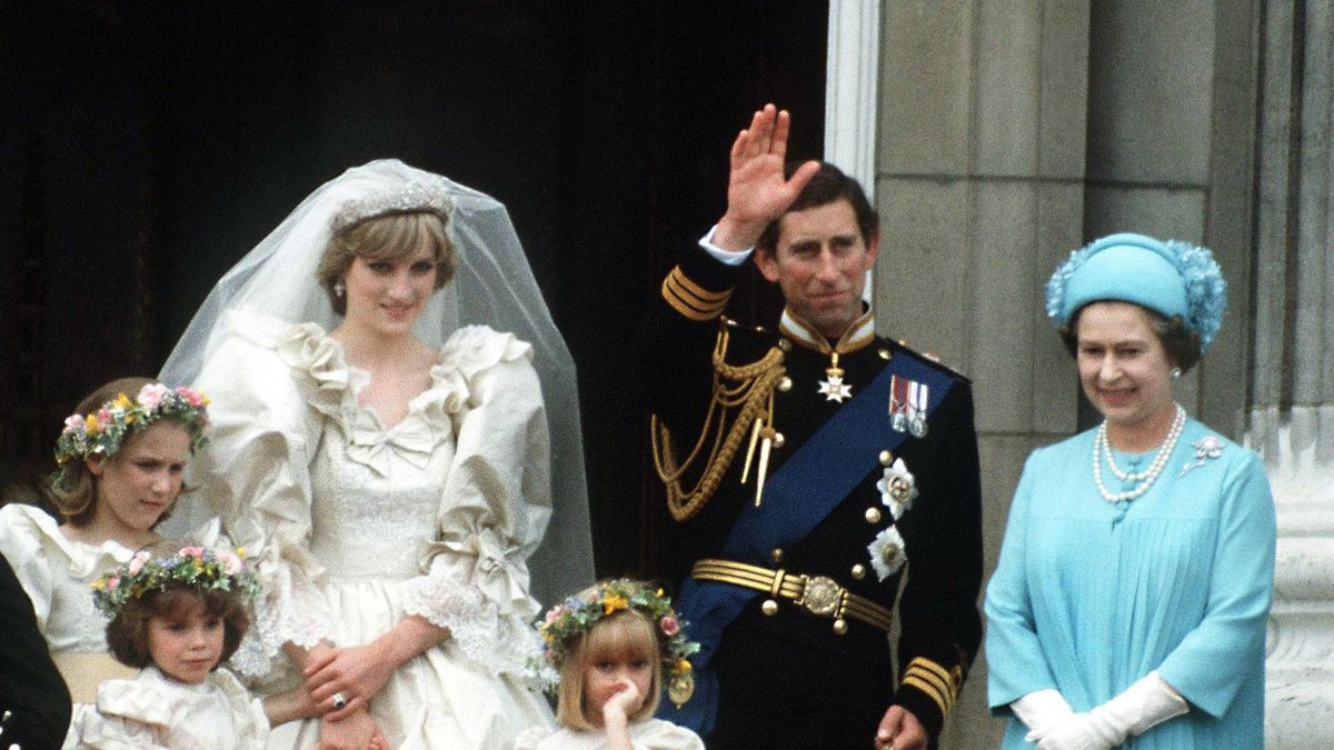 Kate Middleton's wedding dressmaker criticizes Princess Diana's bridal mishap