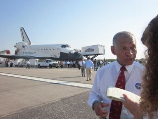 Bolden and Reporter Speak Following Atlantis' Landing