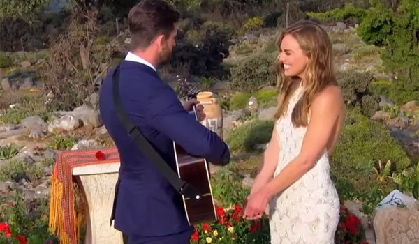 Jed Wyatt plays guitar for Bachelorette Hannah B on Season 15 finale 2019 ABC