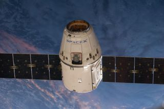 SpaceX Dragon Capsule En Route to International Space Station