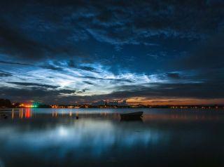 "Electric-blue ""night-shining"" clouds"