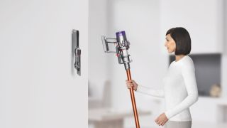 Image of: Dc74 Batterylife Longevity Wont Suffer As Dyson Goes All Cordless Techradar James Dyson Promises The Cyclone V10s Battery Will Last 15 Years