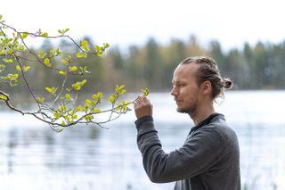 Photographer Pasi Markkanen enjoying the archipelago nature