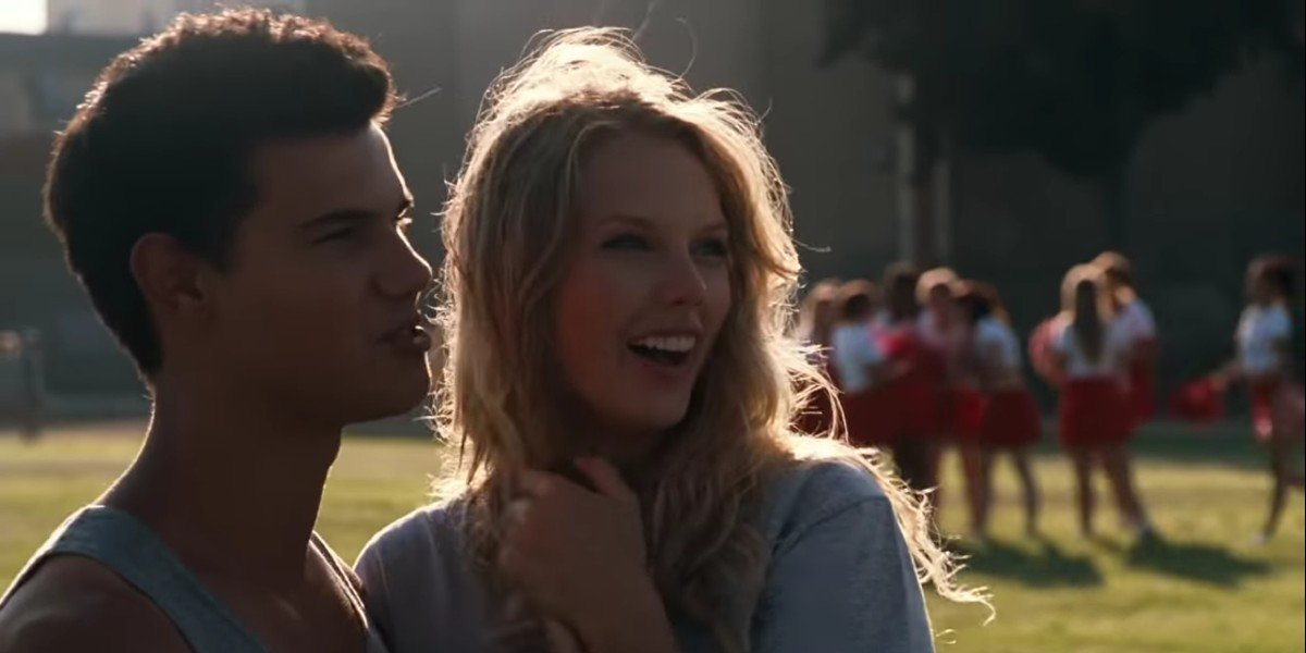 Taylor Lautner and Taylor Swift in Valentine's Day