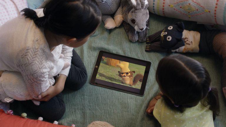 Best kids' movies on Netflix: children watching a tablet
