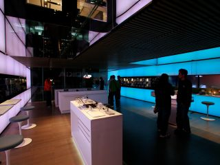 Nokia Store: where are all the customers?