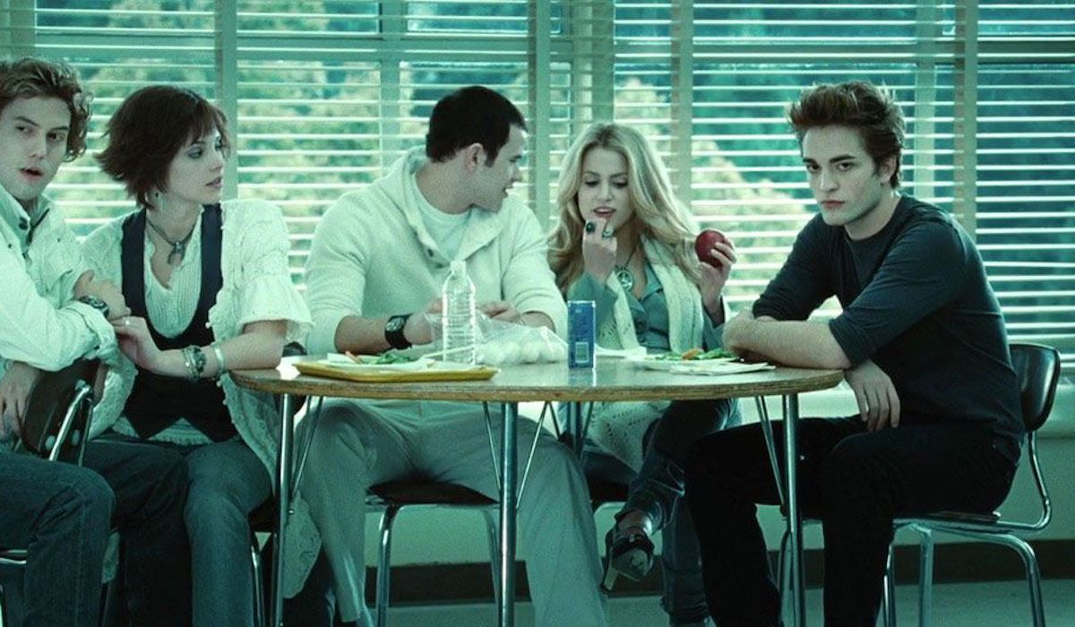 Edward and the Cullens at lunch in Twilight