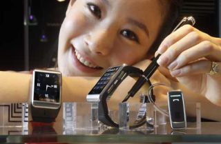Samsung to sell watchphone later this month