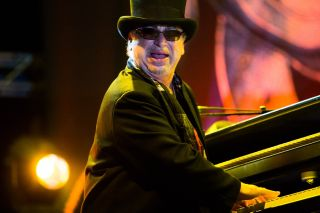 Toto s David Paich remembers Jeff Porcaro s playing on the monumental hit