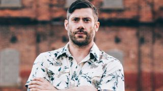 Wes Borland in a 1970s patterned white shirt
