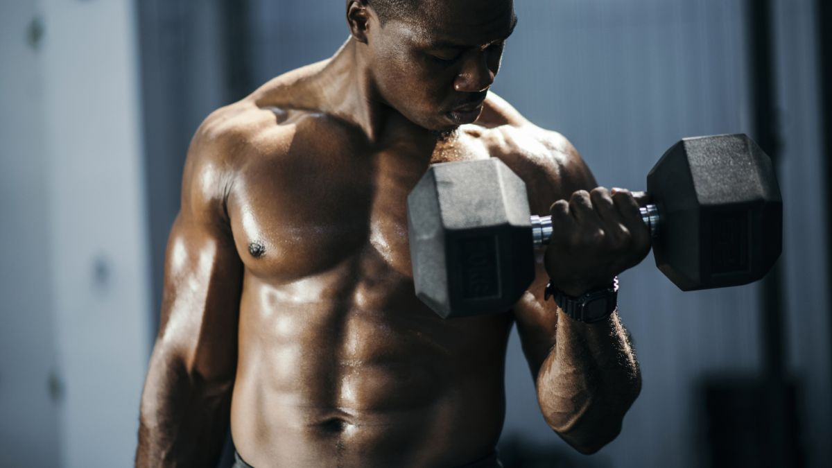 To get stronger and build muscle, should you lift dumbbells slow or lift fast?