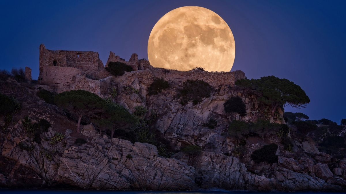 Get ready for the full 'strawberry' moon on Friday