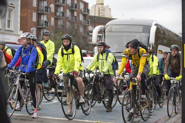 cycling_commuting_4331983