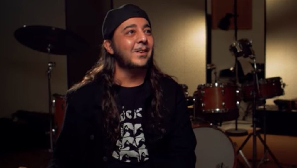Watch Daron Malakian Play System of a Down and Scars on Broadway Riffs, Talk Guitars and Songwriting
