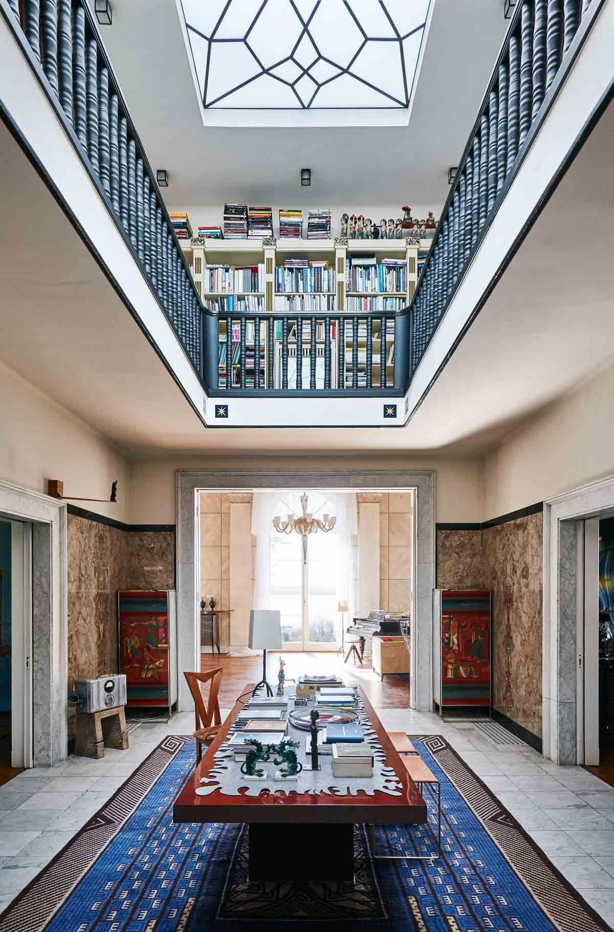 see inside karl lagerfeld 39 s fabulous hamburg home. Black Bedroom Furniture Sets. Home Design Ideas