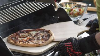 This simple device will transform your barbecue into a pizza oven