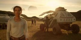 Lost In Space Review: Netflix's Reboot Is Ambitious And Cinematic