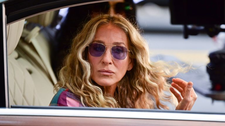Carrie Bradshaw's latest look in Sex and the City has left Sex and the City fans unimpressed