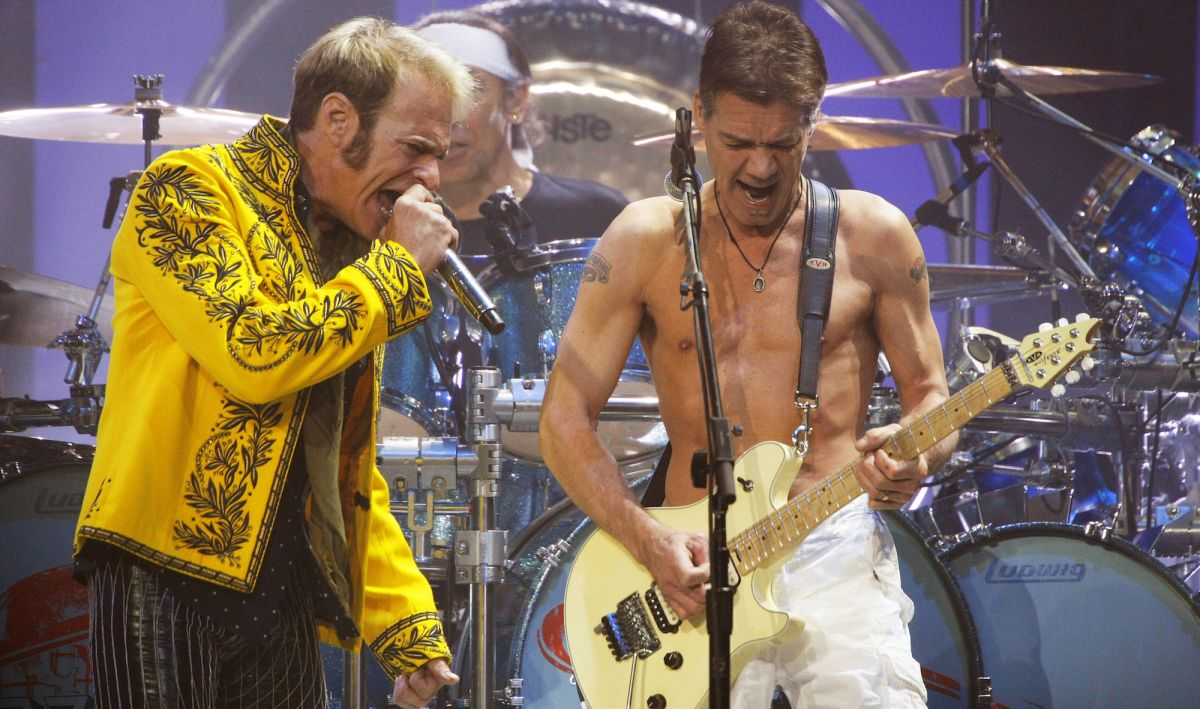 """What Really Happened Behind the Scenes of Van Halen's Infamously Out-of-Tune 2007 """"Jump"""" Performance"""