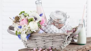Easy gift basket ideas: Including tips on how to make a gift basket