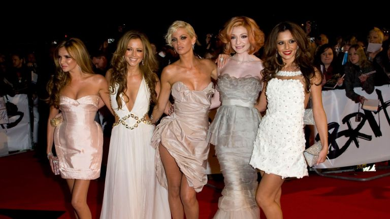 LONDON - FEBRUARY 18: (L-R) Nadine Coyle, Kimberley Walsh, Sarah Harding, Nicola Roberts and Cheryl Cole of Girls Aloud arrives at the BRIT Awards 2009 at Earls Court on February 18, 2009 in London, England. (Photo by Mike Marsland/WireImage)