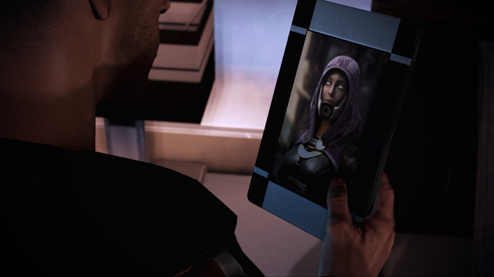 Tali's photo as it is in the Legendary Edition