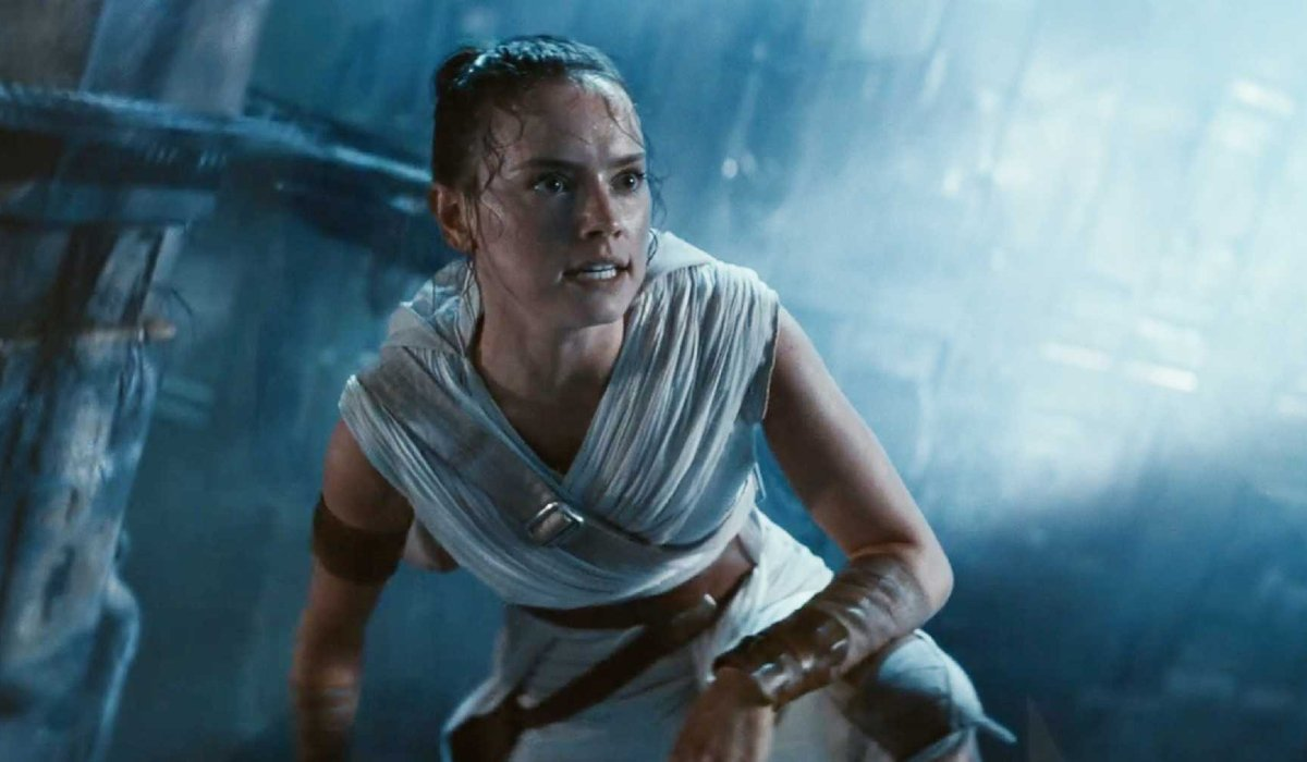 Star Wars: The Rise of Skywalker Rey sweating in the Death Star's wreckage