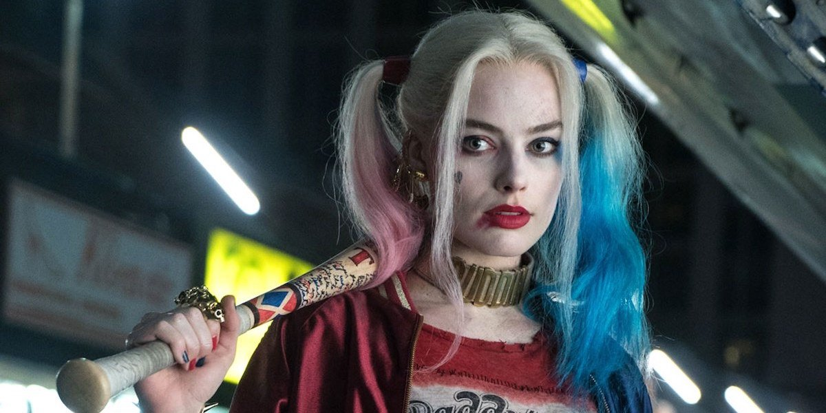 Harley Quinn holds her baseball bat in Suicide Squad
