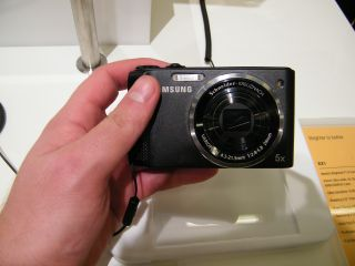 Samsung WB2000 - has something of a split personality