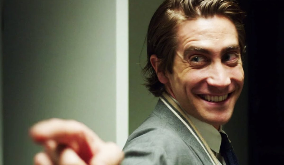 Nightcrawler Jake Gyllenhaal points and smiles at a co-worker