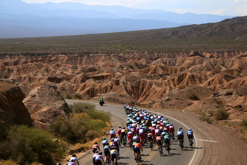 Hello and welcome to second stage of the Vuelta a San Juan, a UCI 2.Pro event. Although it is not a...