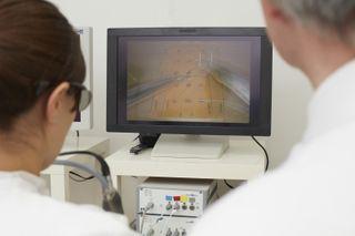 surgeon using 3d scrren