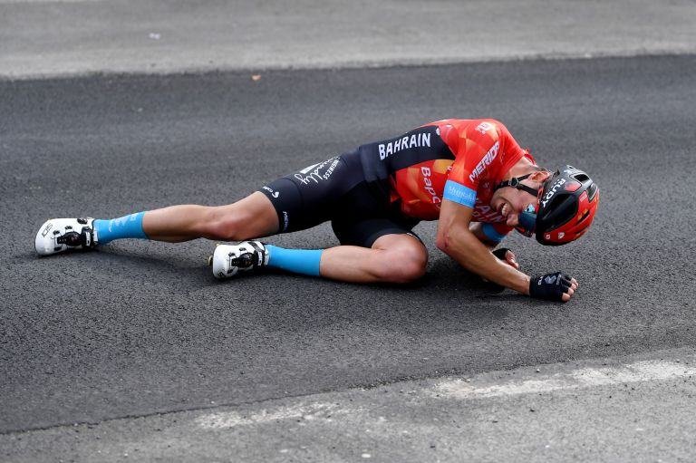 Mikel Landa crashes out of the Giro d'Italia 2021