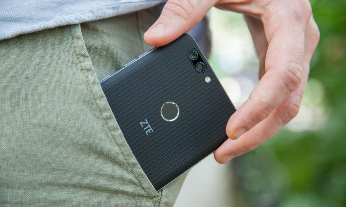 ZTE Blade Z Max Review: Flagship Features for $130 | Tom's Guide