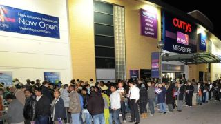 PC World and Currys to open at midnight for Windows 8