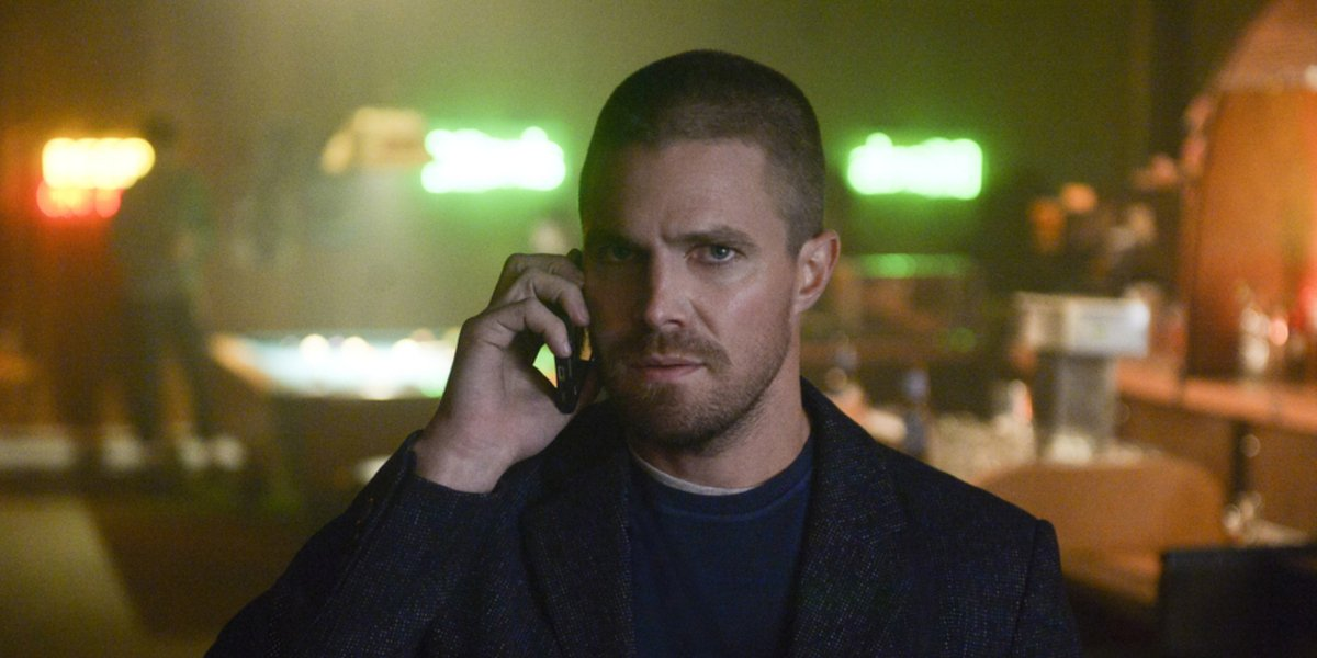 arrow elseworlds crossover stephen amell oliver queen