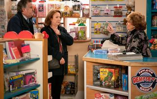 Coronation Street spoilers: Brian and Kathy have a surprise for Rita Sullivan