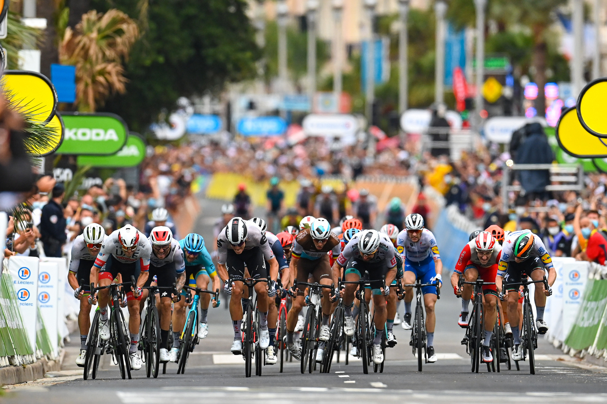 Tour de France 2020 107th Edition 1st stage Nice Nice 156 km 29082020 Alexander Kristoff NOR UAE Team Emirates Peter Sagan SVK Bora Hansgrohe Sam Bennett IRL Deceuninck Quick Step Giacomo Nizzolo ITA NTT Pro Cycling Cees Bol NED Team Sunweb photo POOL Vincent KalutPNBettiniPhoto2020