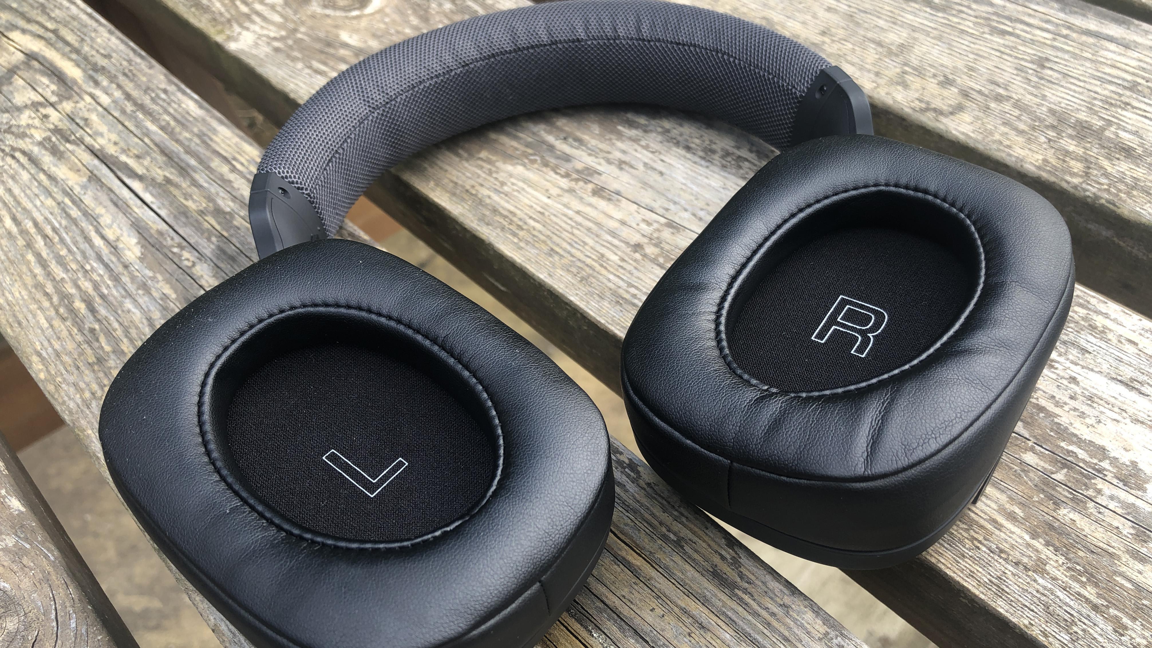 the yamaha yh-l700a headphones