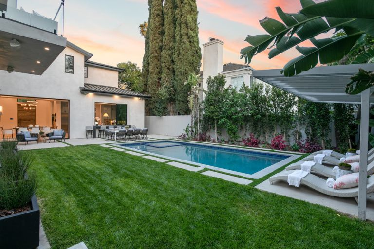 swimming pool and terrace at Harold Perrineau's house