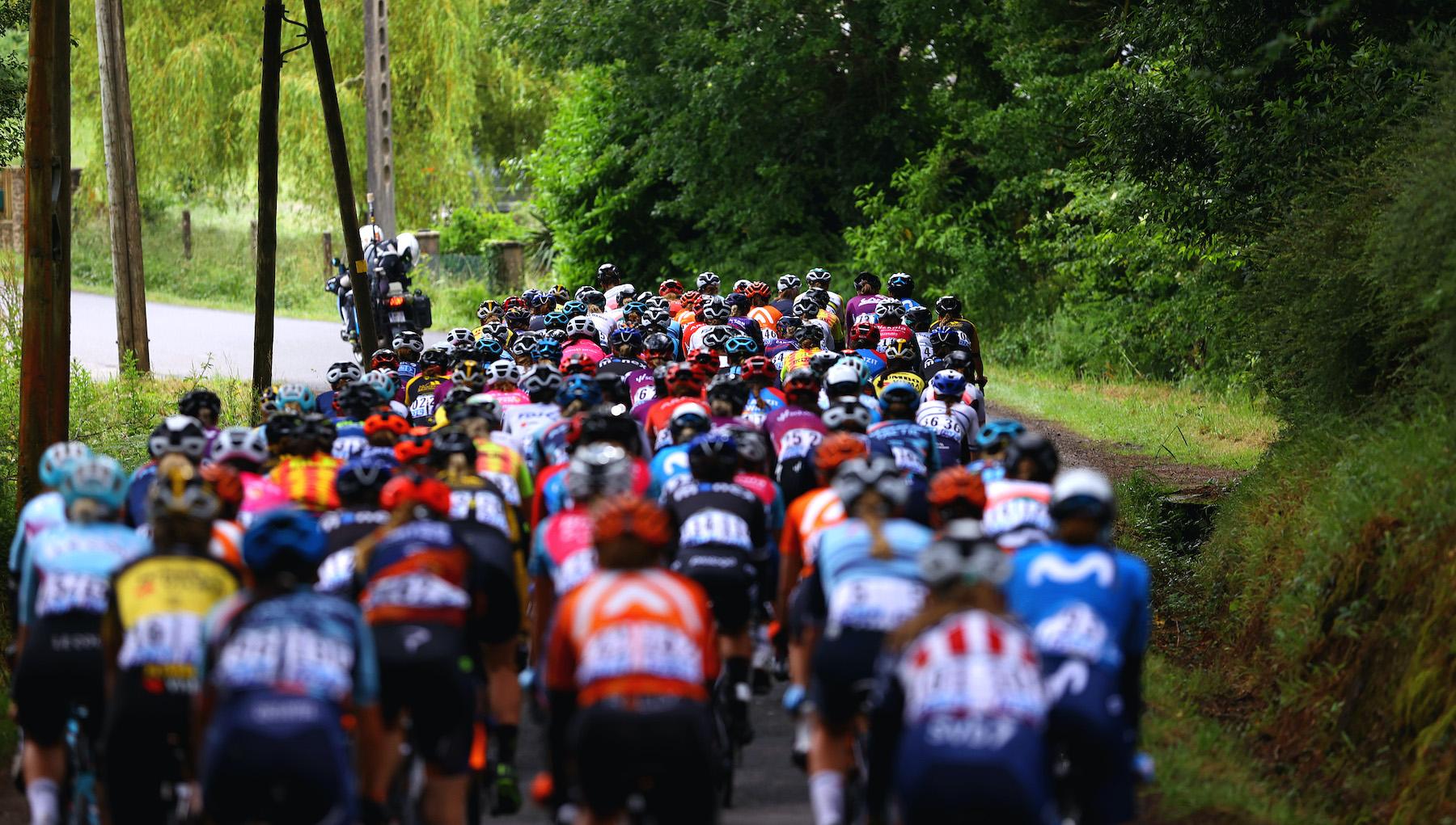 The La Course 2021 peloton