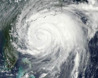 hurricane-irene-satellite-110826-02