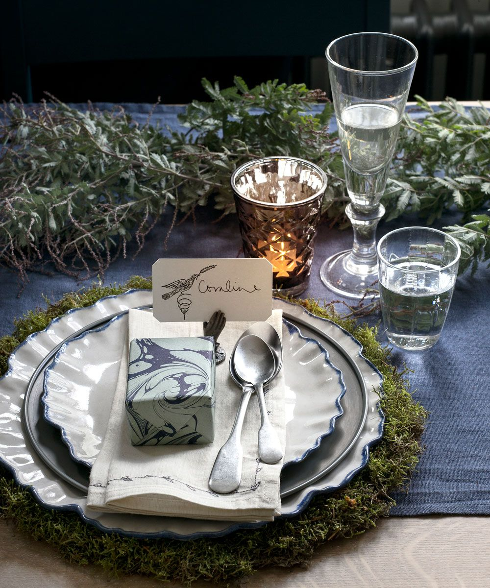 Create a beautiful focal point with these beautiful Christmas table designs