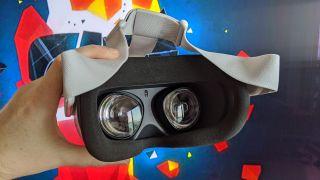 Oculus Quest 2 headset lenses