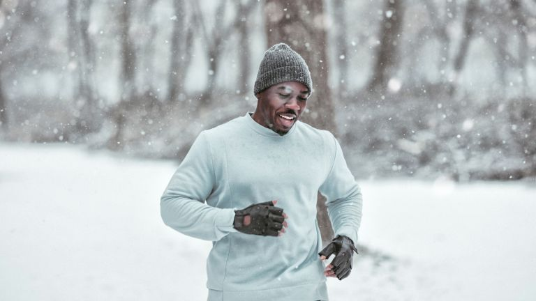 Man training in winter for weight loss