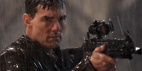 Tom Cruise with a gun in Jack Reacher