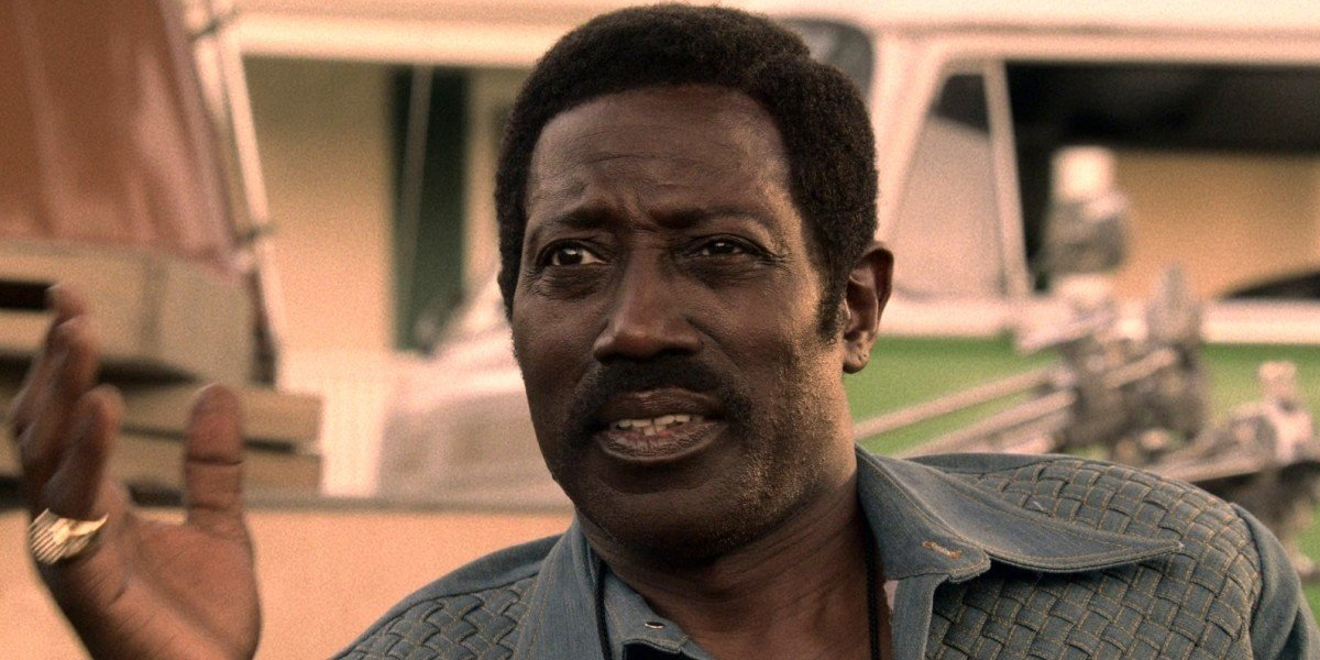 D'Urville Martin (Wesley Snipes) gives direction in Dolemite Is My Name (2019)